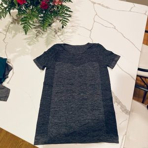 Fabletics heather gray fitted shirt